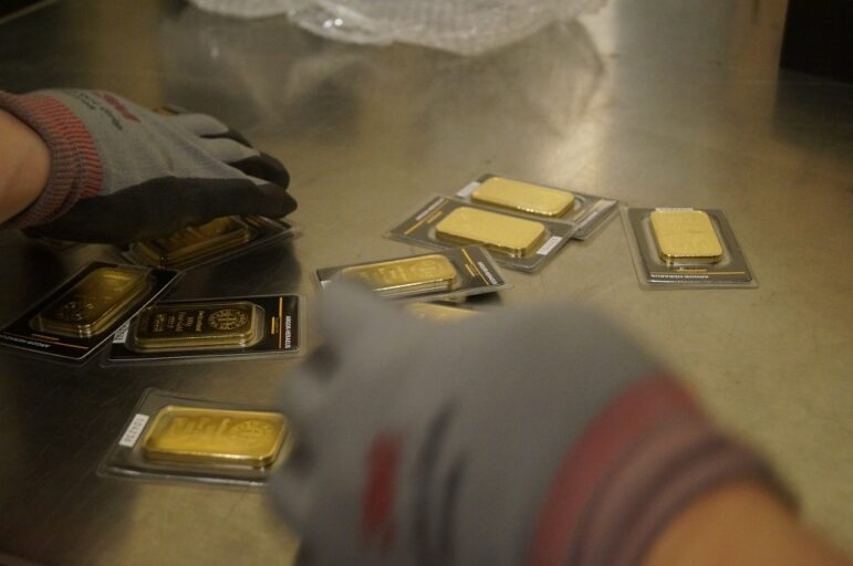 Gold Price Will Reach USD 2,000 / ozt This Year